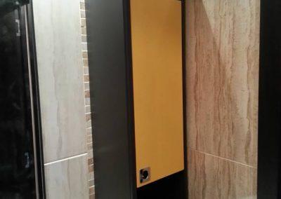 Шкафове от ПВЦ по поръчка в жълто и тъмно кафяво (1)