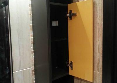 Шкафове от ПВЦ по поръчка в жълто и тъмно кафяво (5)