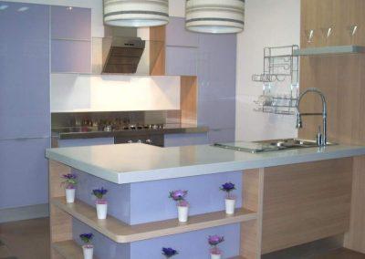 1104. Кухня по поръчка светло синя МДФ гланц