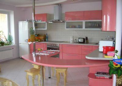 1108. Кухня по поръчка розова МДФ гланц