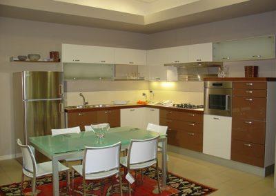 1110. Кухня по поръчка слонова кост и кафяво МДФ гланц
