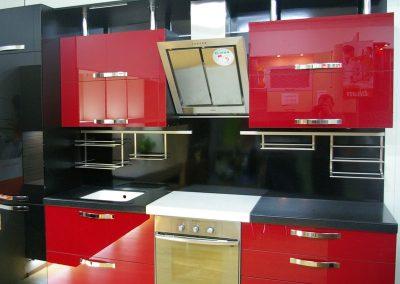 1123. Кухня по поръчка червено и черно МДФ гланц