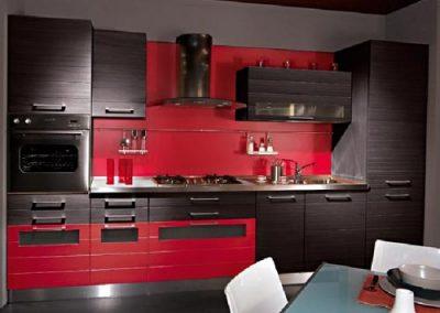 1212. Кухня по поръчка МДФ естествен фурнир цвят венге и пурпурно червено мат