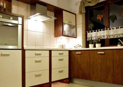 1213. Кухня по поръчка МДФ естествен фурнир череша тонирана и слонова кост мат