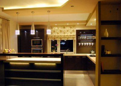 1216. Кухня по поръчка МДФ естествен фурнир цвят тъмен орех