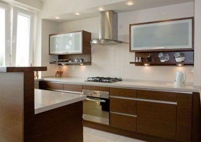 1223. Кухня по поръчка МДФ естествен фурнир цвят орех