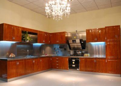 1224. Кухня по поръчка МДФ естествен фурнир цвят тъмна череша гланц