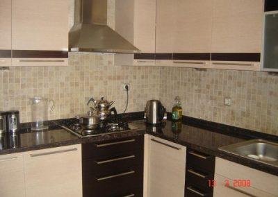 1225. Кухня по поръчка МДФ естествен фурнир избелен дъб и венге