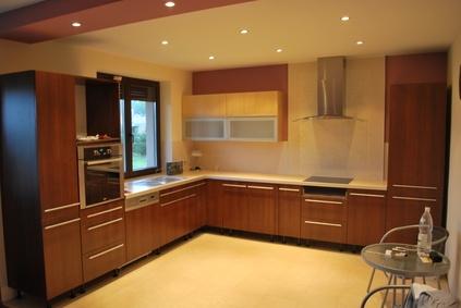 1228. Кухня по поръчка естествен фурнир цвят калвадос