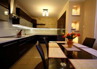 1229. Кухня по поръчка МДФ естествен фурнир цвят венге