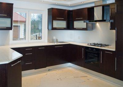 1231. Кухня по поръчка МДФ естествен фурнир цвят венге