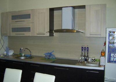 1239. Кухня по поръчка МДФ естествен фурнир цвят венге и състарен дъб