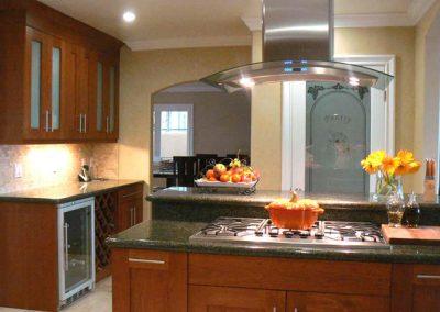 1257. Кухня по поръчка МДФ естествен фурнир цвят череша
