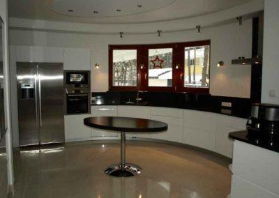 1305. Кухня по поръчка МДФ огъната бял гланц