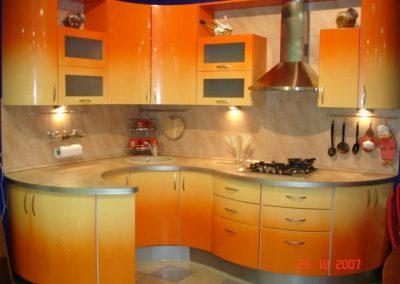 1308. Кухня по поръчка МДФ огъната гланц с преливащи се цветове от светло жълто към оранжево (омбре ефект)