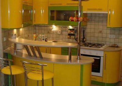 1311. Кухня по поръчка МДФ огъната гланц ярко жълто и зелено