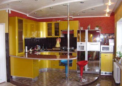 1319. Кухня по поръчка МДФ огъната жълт металик