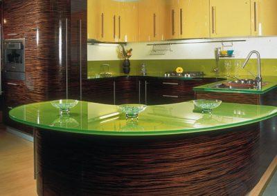1330. Кухня по поръчка МДФ огъната с барплот гланц жълто и абанос