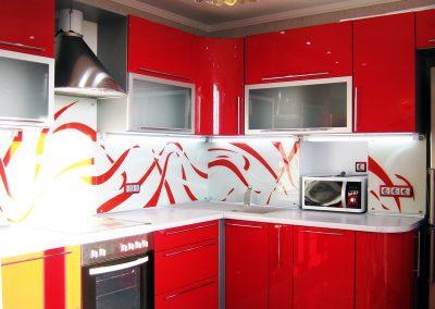 1332. Кухня по поръчка от МДФ огъната червено гланц