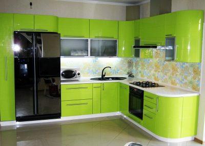 1333. Кухня по поръчка от МДФ огъната зелено гланц