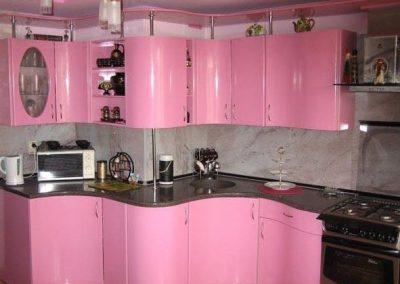 1336. Кухня по поръчка от МДФ огъната розово гланц