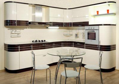 1339. Кухня по поръчка от МДФ огъната бяла гланц с тъмнокафяви декоративни линии