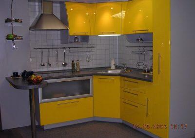 1345. Кухня по поръчка от МДФ с огънати горни шкафове жълто гланц