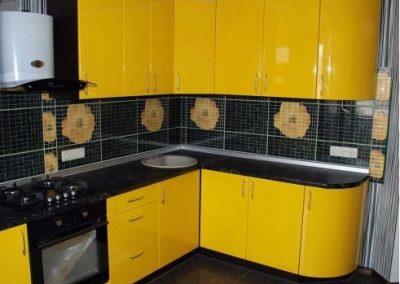 1350. Кухня по поръчка от МДФ огъната жълто гланц