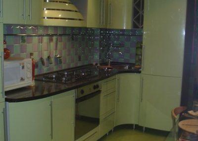 1358. Кухня по поръчка от МДФ огъната светло зелено гланц