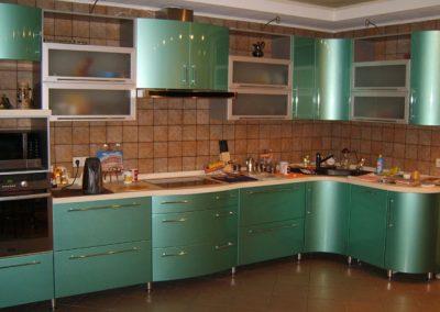 1361. Кухня по поръчка от МДФ огъната зелено металик