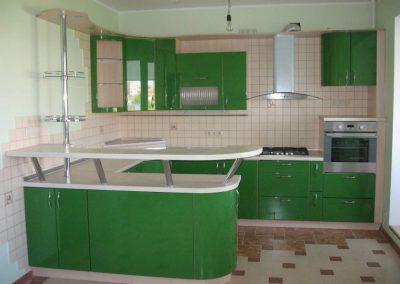 1363. Кухня по поръчка от МДФ огъната зелено гланц