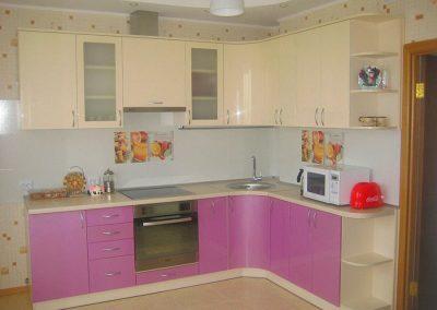 1365. Кухня по поръчка от МДФ огъната бежово и светло лилаво гланц
