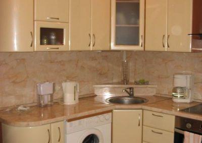 1366. Кухня по поръчка от МДФ огъната бежово мат