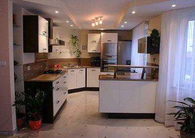 1406. Кухня по поръчка от ПДЧ бяло гланц и венге
