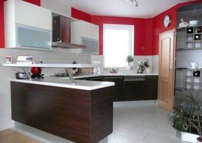 1407. Кухня по поръчка от ПДЧ бяло и тъмен орех