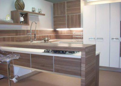 1416. Кухня по поръчка от ПДЧ маслина и крем