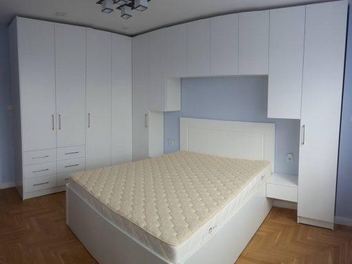Обзавеждане за спалня по поръчка от ПДЧ и МДФ бял мат