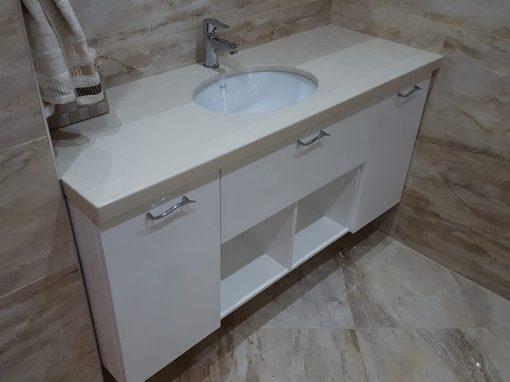Шкаф за баня от ПВЦ с плот от технически камък