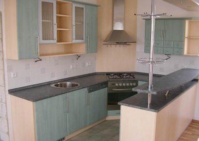 1602. Кухня по поръчка от МДФ с PVC покритие зелено