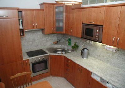 1604. Кухня по поръчка от МДФ с PVC покритие череша