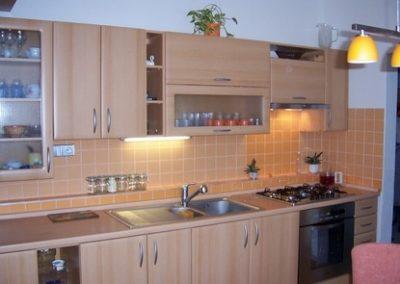 1607. Кухня по поръчка от МДФ с PVC покритие бук