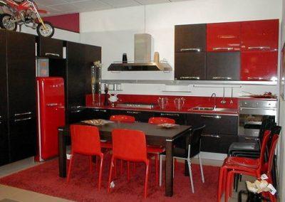 1617. Кухня по поръчка от МДФ с PVC покритие червено гланц и венге