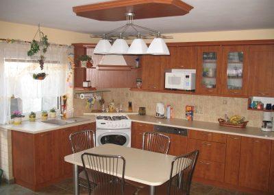 1619. Кухня по поръчка от МДФ с PVC покритие тъмна череша