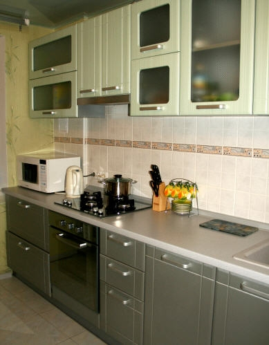 1620. Кухня по поръчка от МДФ с PVC покритие светло и тъмно зелено