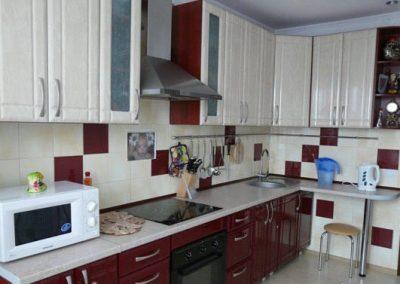 1624. Кухня по поръчка от МДФ с PVC покритие светло дърво