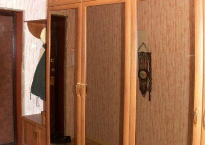 1808. Гардероб по поръчка с врати МДФ рамки череша и огледала