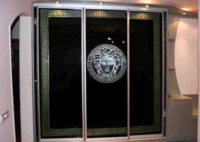 1912. Гардероб по поръчка с плъзгащи врати черно стъкло с принт мотиви
