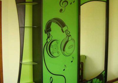 1938. Гардероб по поръчка с плъзгащи врати комбинация от принт стъкла и огледало