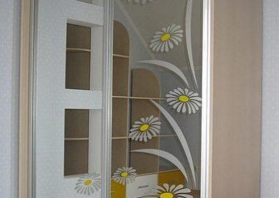 1951. Гардероб по поръчка с плъзгащи врати огледала с принтирани мотиви