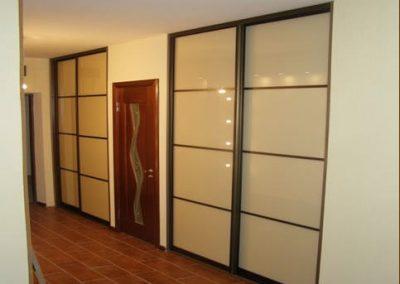 1964. Ниши затворени с плъзгащи врати със стъкло бежов лакобел по поръчка